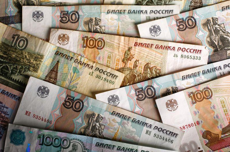 ОПРОС РЕЙТЕР-Налоговые выплаты в марте могут вырасти на 80% из-за налога на прибыль