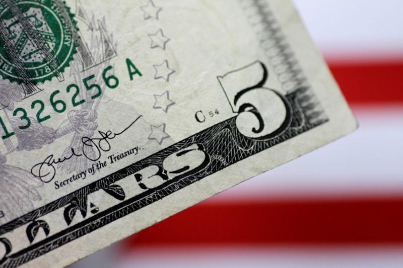 За первые пять минут торгов курс доллара США понизился до 73,2818 руб.