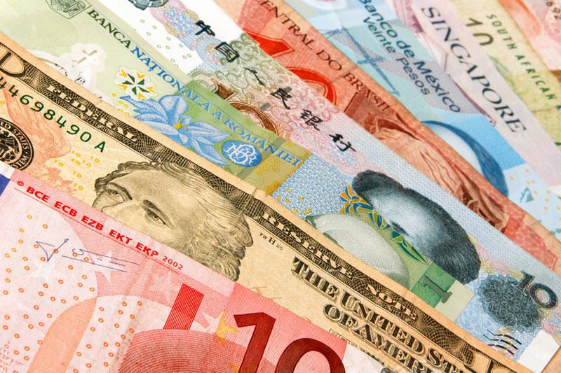 Доллар подешевел на 28 копеек