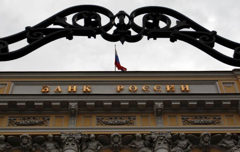 Банк России отразил покупку валюты с расчетами 5 апреля на 6,8 млрд руб. из-за зарубежных праздников