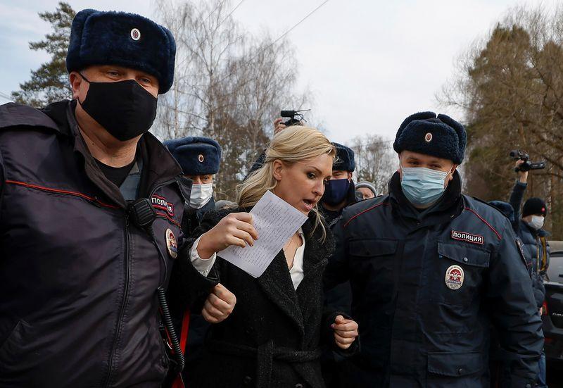 Полиция задержала соратницу Навального у входа в колонию, где он находится