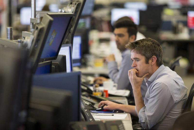 Рынок акций Московской биржи по состоянию на 16:00 мск 6 апреля снижается
