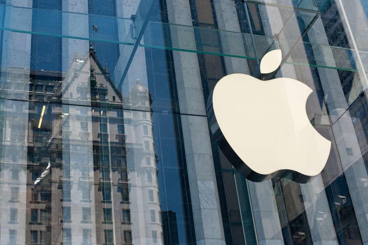 Почему акции Apple падают в 2021
