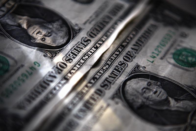 ЦБ РФ установил курс доллара на сегодня в размере 77,773 руб.