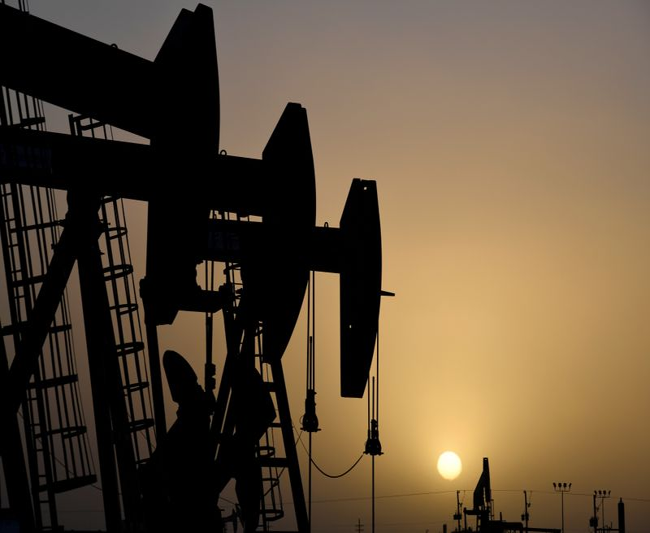 Нефть дешевеет после неожиданного роста запасов бензина в США