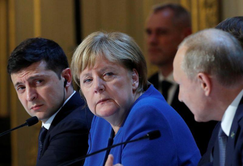 Путин в разговоре с Меркель обвинил Украину в провокациях -- Кремль