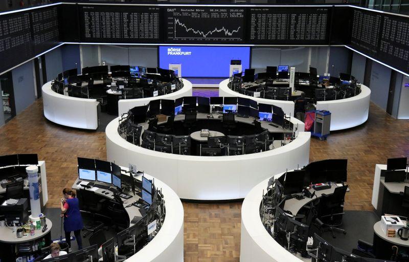 Европейские акции растут по итогам недели за счет надежд на быстрое восстановление экономики