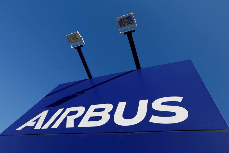 Поставки Airbus резко выросли в марте, акции подорожали