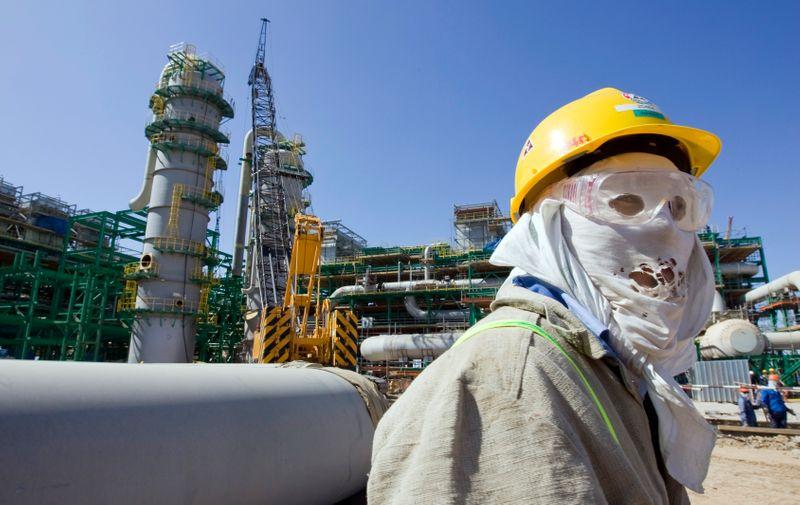 КТК увеличит экспорт нефти CPC Blend на 1,6% в мае/апр--график