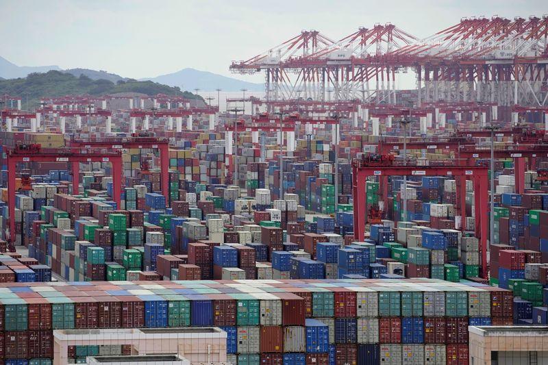Китайский экспорт вырос в марте, импорт подскочил рекордными темпами за 4 года