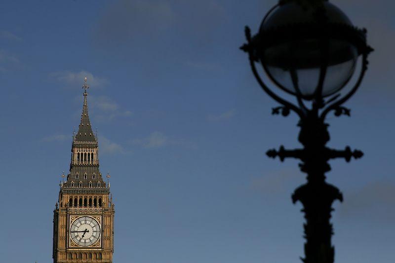 Рост промпроизводства в Великобритании в феврале превысил прогноз