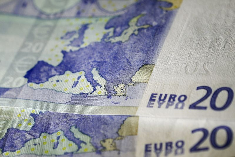 Cредний курс покупки/продажи наличного евро в банках Москвы на 13:00 мск составил 91,14/92,5 руб.