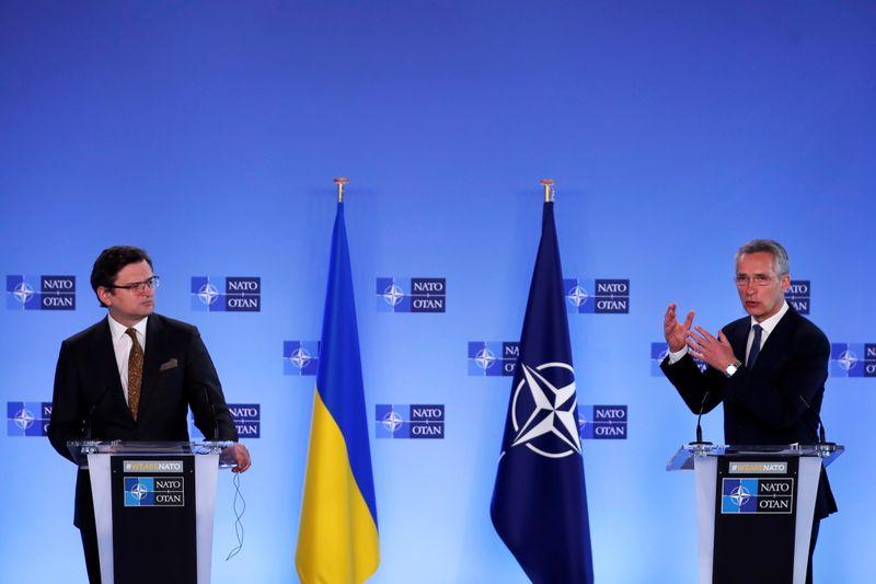 Генсек НАТО: Россия должна прекратить наращивать военную мощь на границах Украины