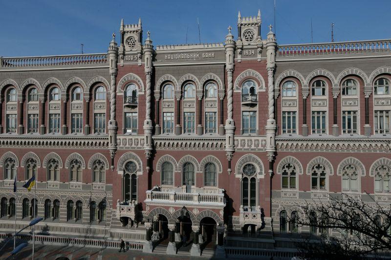 Нацбанк Украины повысит ставку 15 апр для борьбы с инфляцией
