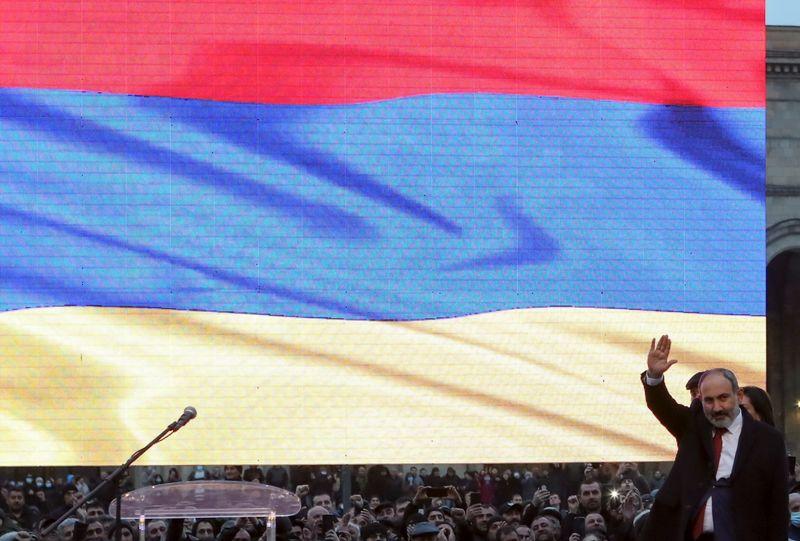 Премьер Армении Пашинян пообещал уйти в отставку в конце апреля для проведения досрочных парламентских выборов