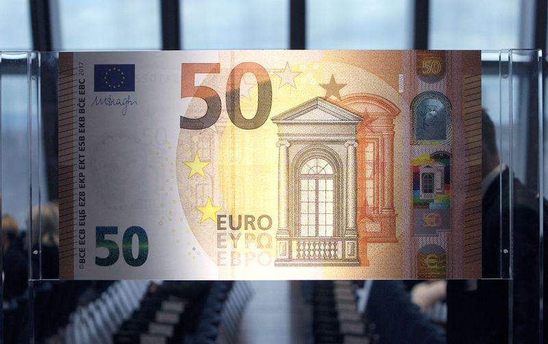 Cредний курс покупки/продажи наличного евро в банках Москвы на 13:00 мск составил 91,12/92,88 руб.