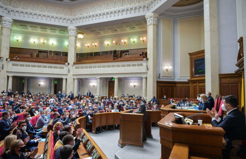 Парламент Украины одобрил законопроект о тюремном заключении для чиновников за недостоверные декларации