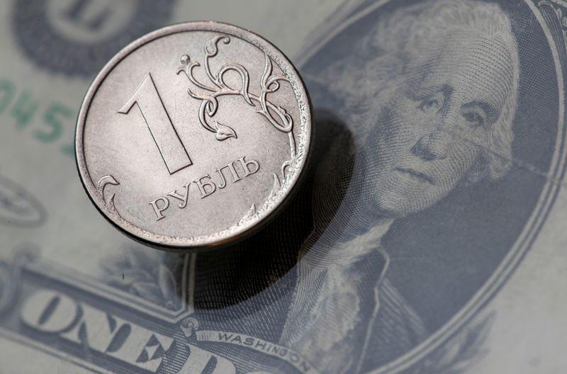 Рублевый нетто-лонг в Чикаго сократился за неделю на 8% -- CFTC