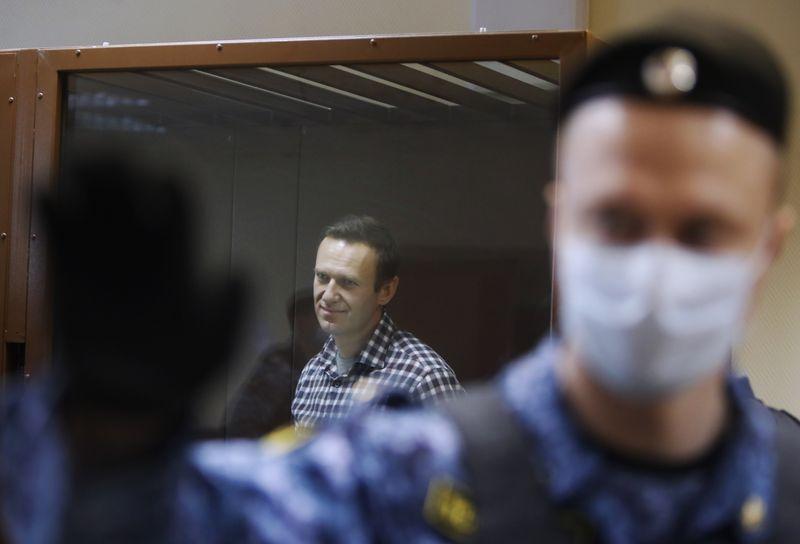 Полиция призвала россиян не участвовать в протестах в поддержку Навального