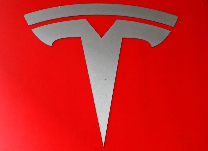 В США два человека погибли в аварии Tesla c автономным управлением