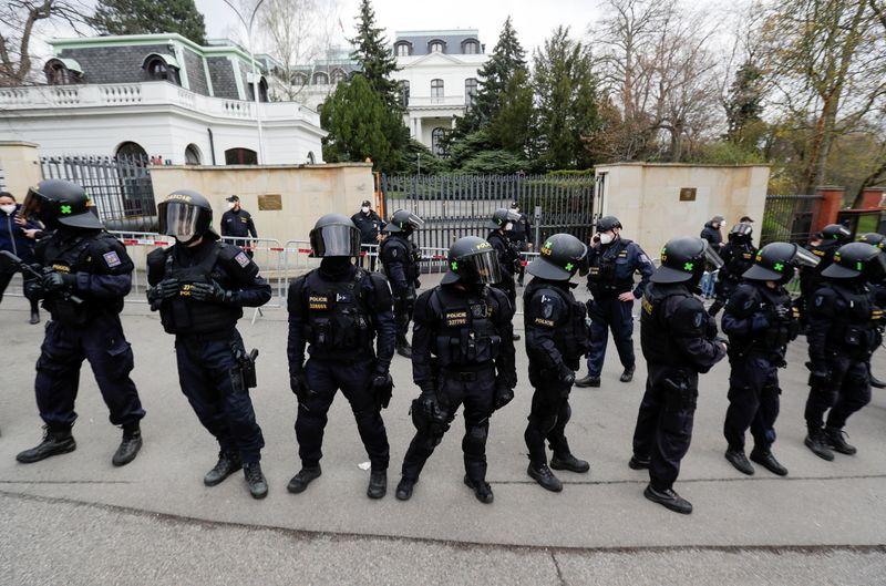 ЕС осуждает решение России выслать 20 чешских дипломатов