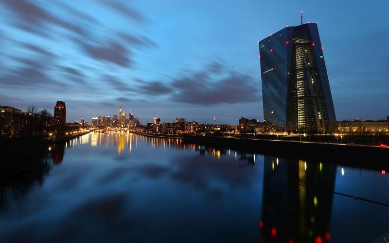 Банки еврозоны ограничат доступ к кредитам во 2 квартале -- обзор ЕЦБ