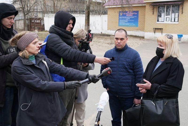 Российские власти задерживают сторонников Навального, обыскивают офисы перед протестами