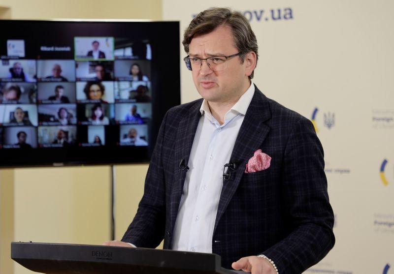 Киев призвал усилить санкции против РФ, продолжающей накапливать войска у границ с Украиной
