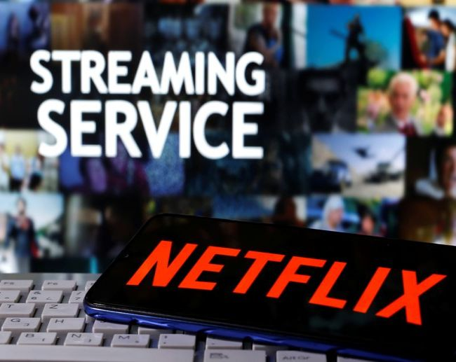 Рост числа подписчиков Netflix замедлился в 1 кв, акции рухнули на 11%