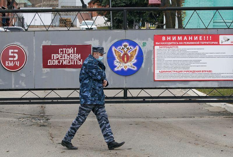 Навального посетили гражданские врачи -- омбудсмен