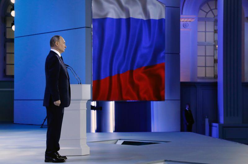 Путин обещает жесткий ответ тем, кто перейдет