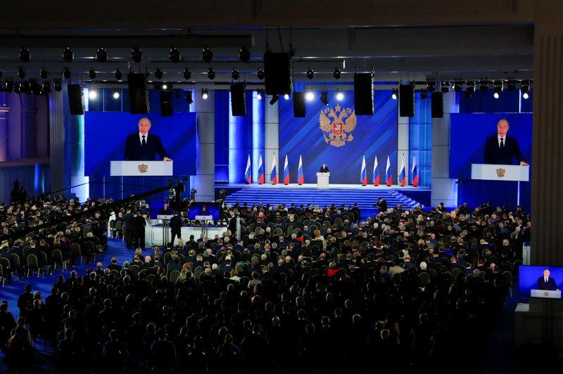 Путин пообещал очередные бонусы семьям с детьми