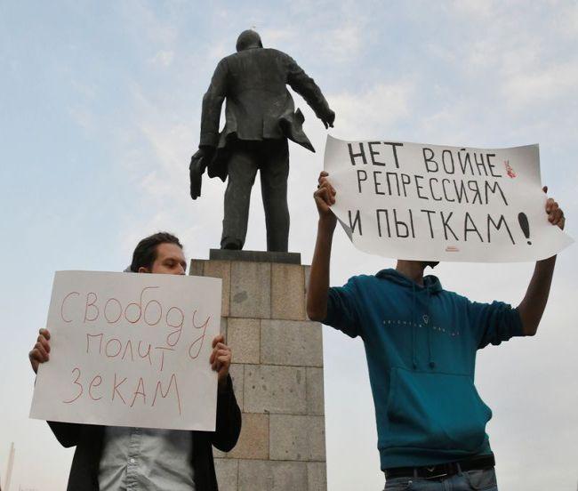 Полиция задержала более 100 человек в России в связи с акциями протеста в поддержку Навального -- ОВД-Инфо