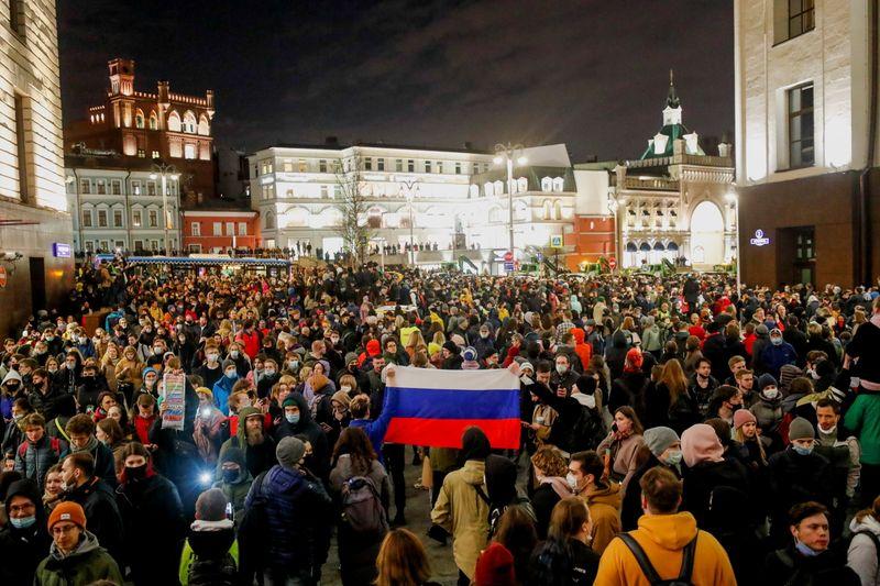 Российская полиция задержала сотни участников акций в поддержку Навального