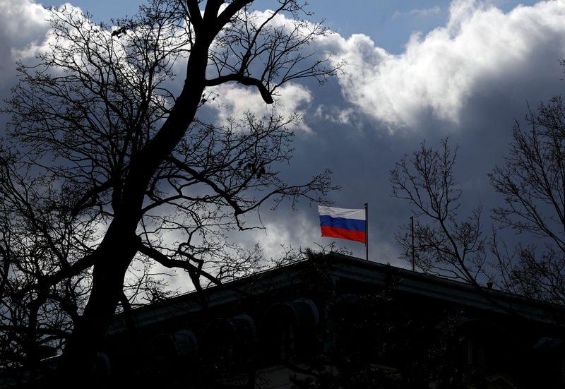 Чехия потребовала от России резко сократить численность дипмиссии в Праге