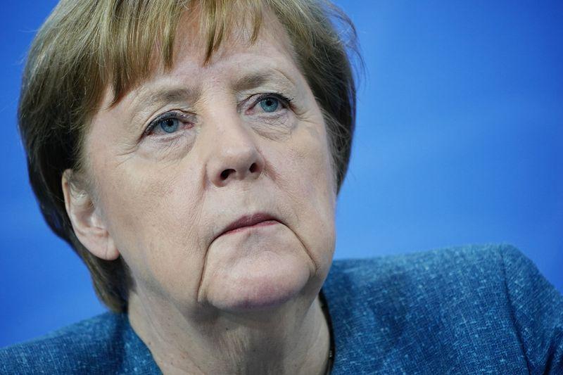 У ЕС недостаточно информации о Спутнике V, чтобы его одобрить -- Меркель