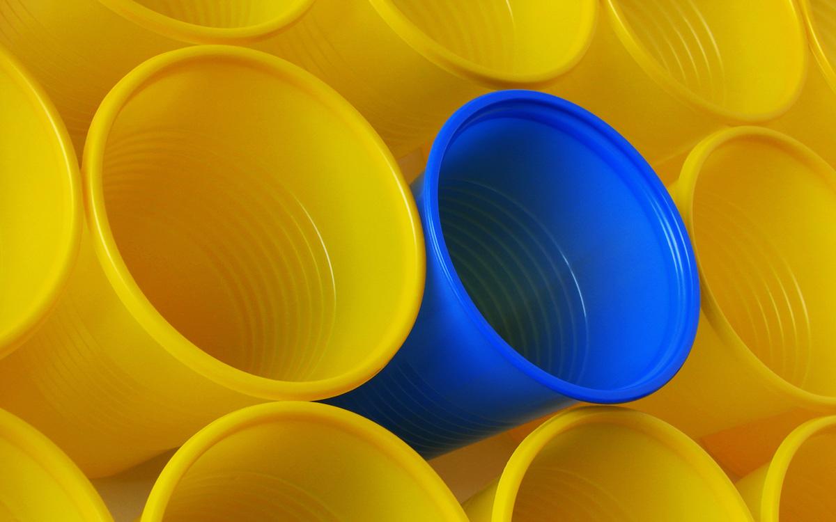 Глава Минприроды выступил за запрет цветного пластика