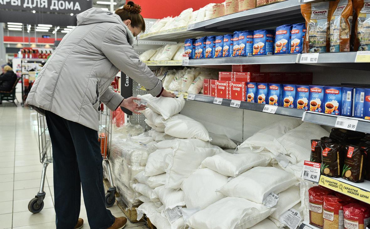 «Ведомости» узнали о неофициальном продлении заморозки цен на сахар