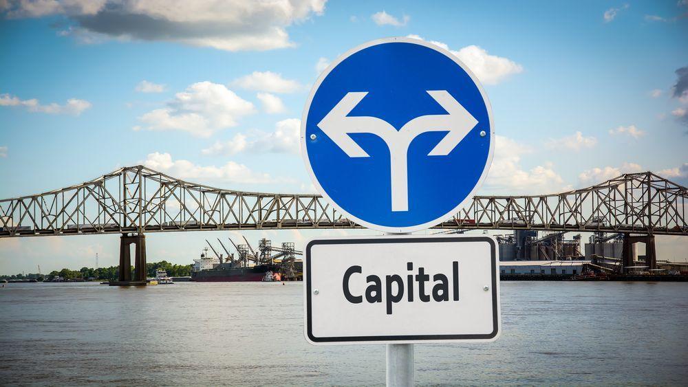 Сильнейший отток средств с кризиса 2008 испытал ETF, инвестирующий в брокеров и биржи