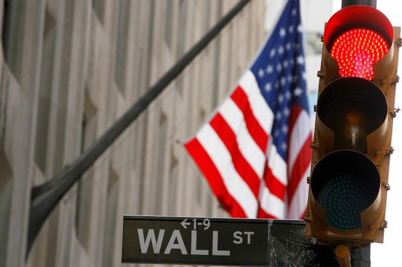 Уолл-стрит снижается на фоне фиксации прибыли