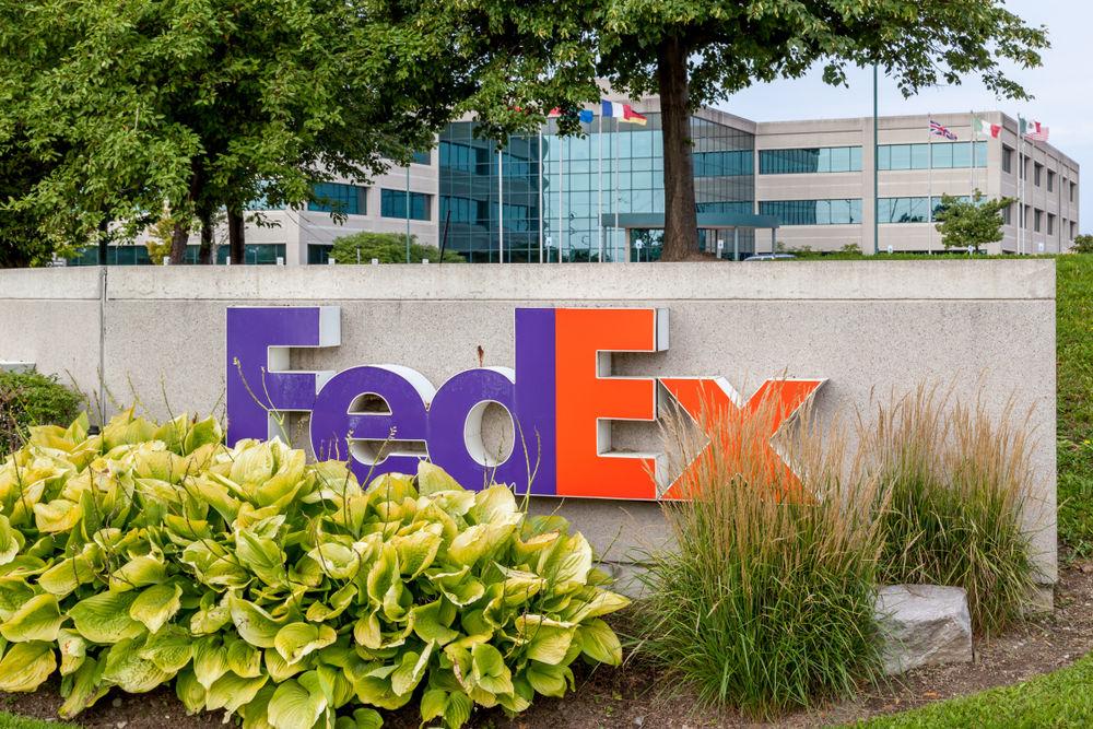 Акции FedEx выходят на минимумы года, прибыль падает. Что происходит?