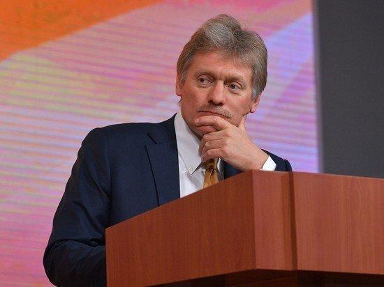 Песков затруднился назвать точное военное звание Путина
