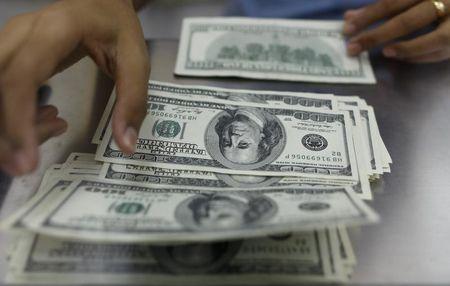 Минфин сократил долю доллара и евро в структуре ФНБ в пользу юаня и йены