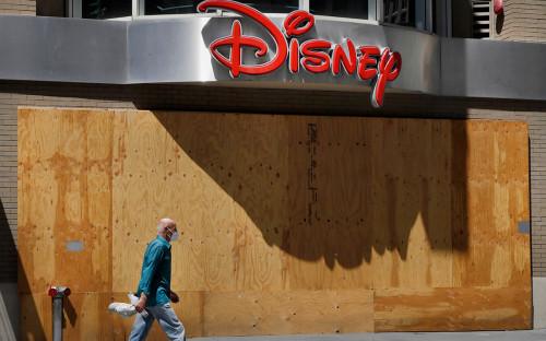The Walt Disney объявила о закрытии десятков розничных магазинов