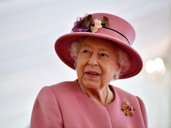 Елизавета II решила сменить тактику в отношениях с Гарри и Меган