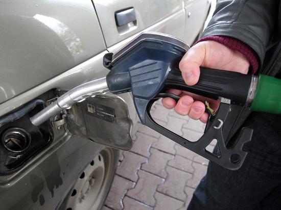 Подорожание бензина власть решила компенсировать деньгами россиян