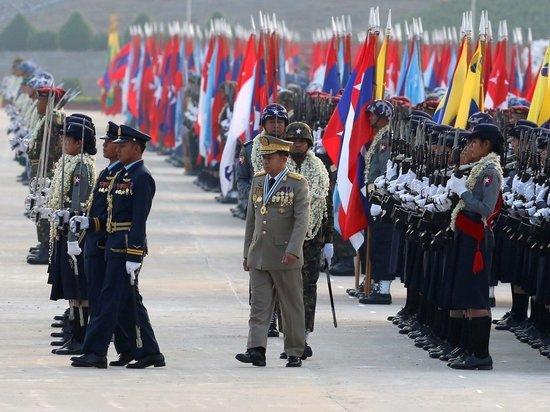 На параде в Мьянме российские истребители сорвали аплодисменты