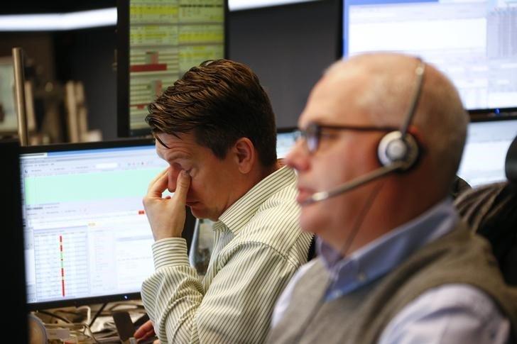 Европейские рынки акций снижаются в понедельник
