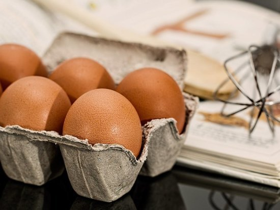 Экономист объяснил последствия заморозки цен на яйца и курятину