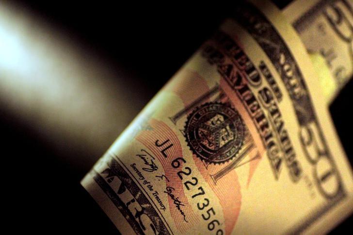 За первые пять минут торгов курс доллара США повысился до 76,3798 руб.